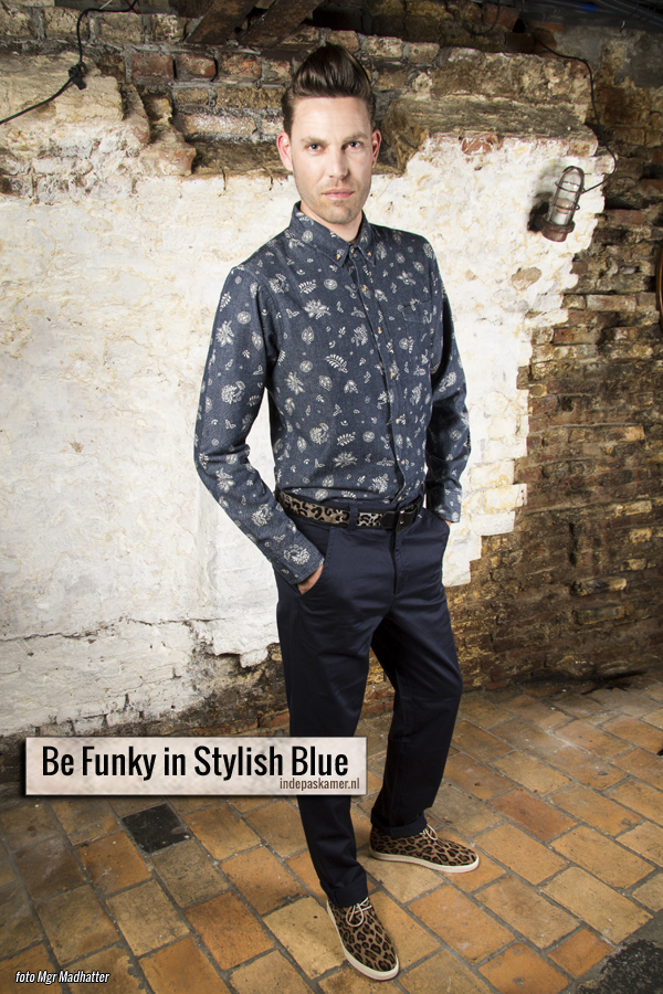 Fashion Style Radio - Be Funky in Stylish Blue - Boven