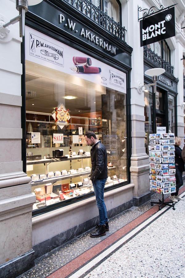 P.W. Akkerman | indepaskamer | Haagse Shoppingroute voor mannen II